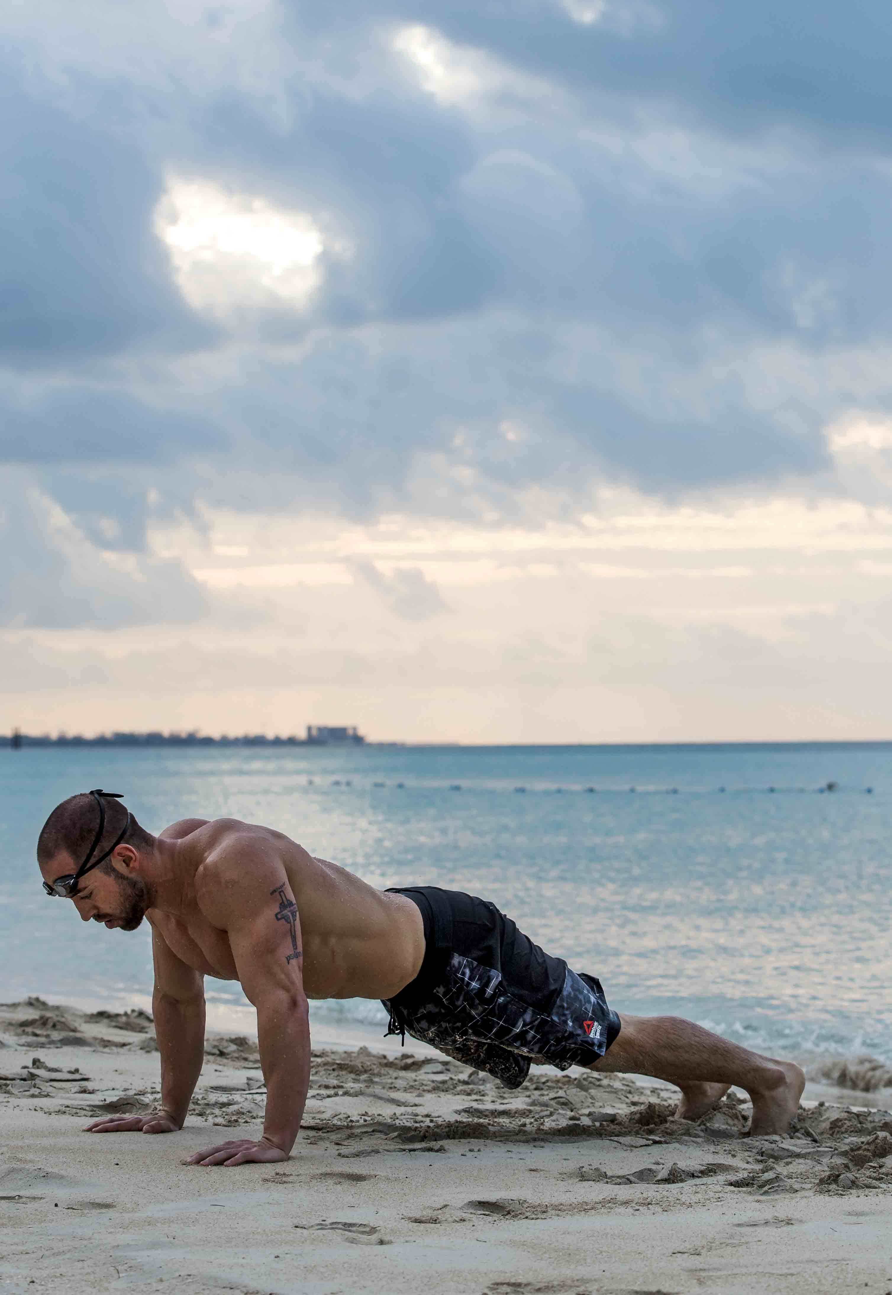 rich-froning-beach-workout-pushup